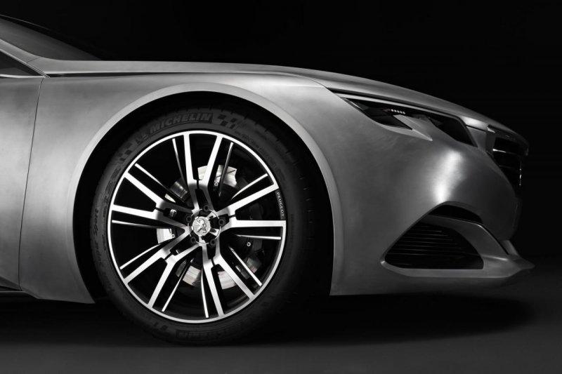 В Пекине покажут новый концепт Peugeot Exalt
