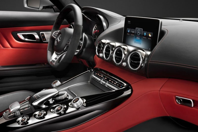 Mercedes-Benz опубликовал фото салона спорткупе AMG GT