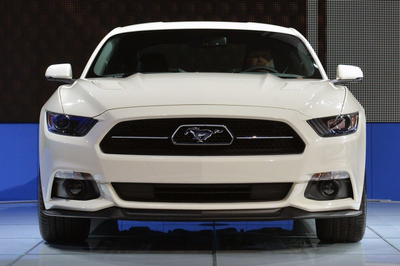 Нью-Йорк 2014: Ford Mustang 50 Year Limited Edition