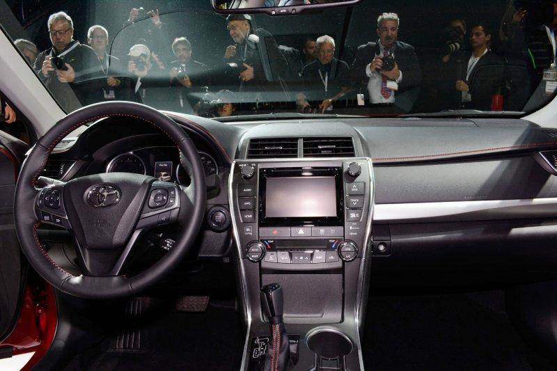 Нью-Йорк 2014: Toyota представила седан Camry 2015 года