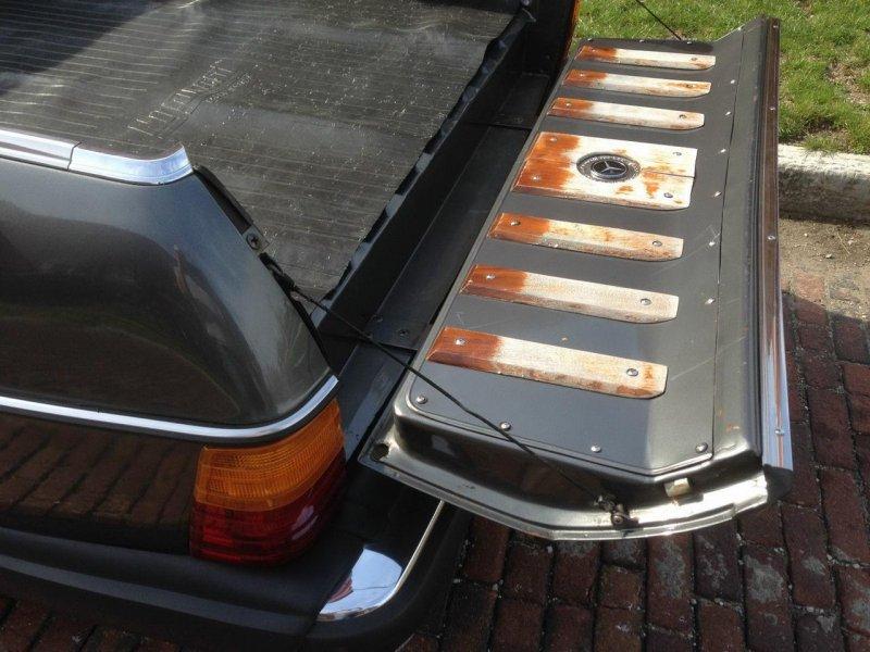 На eBay продается уникальный пикап Mercedes-Benz 300TD 1979 года