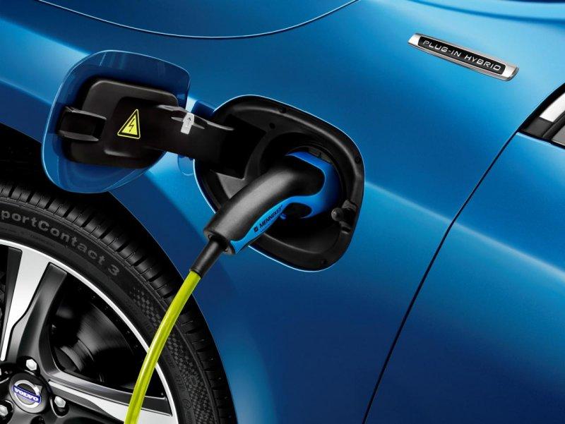 Volvo оснастил универсал V60 Plug-in Hybrid пакетом R-Design