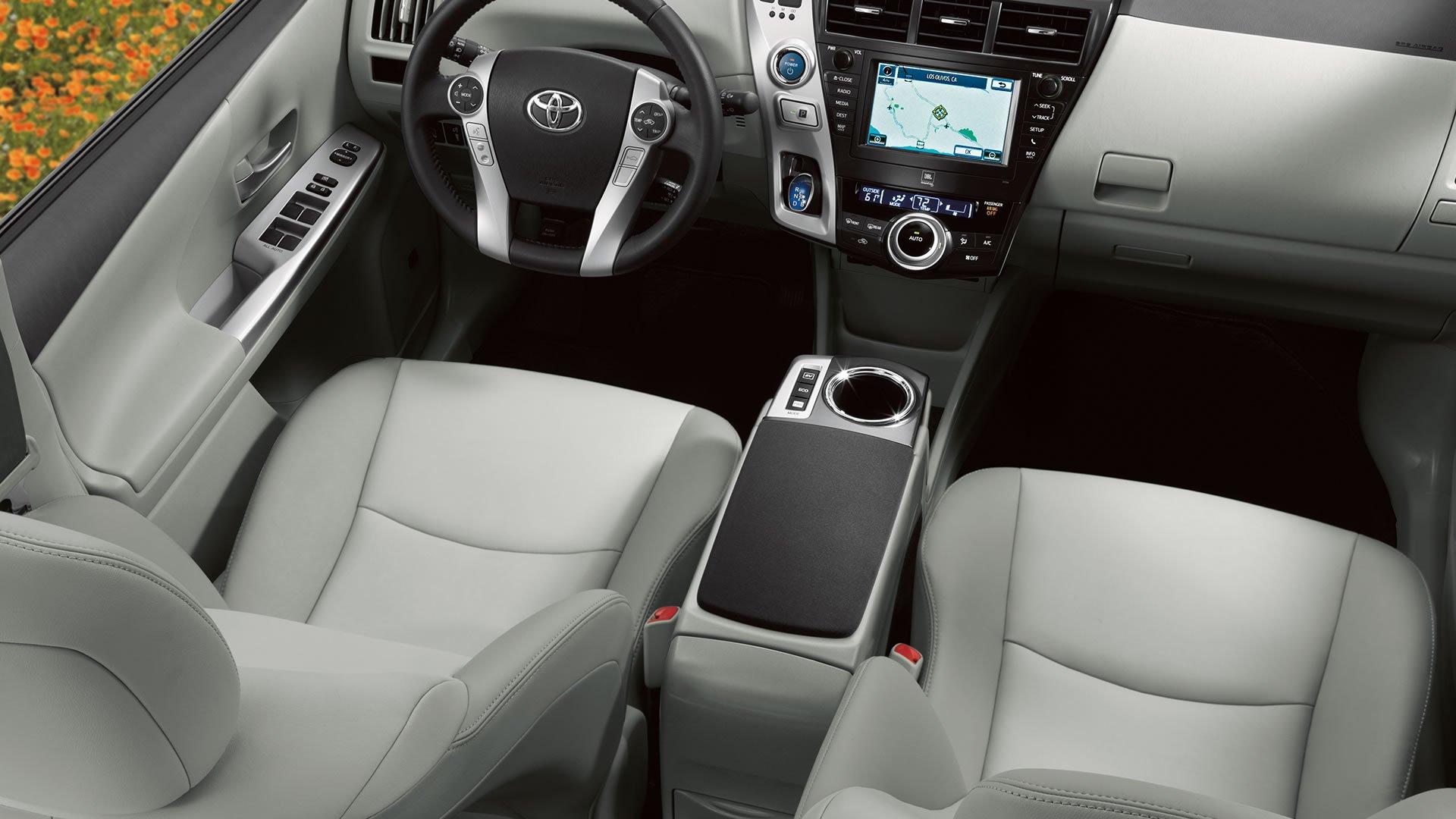 Тест-драйв Toyota Prius V (2014)