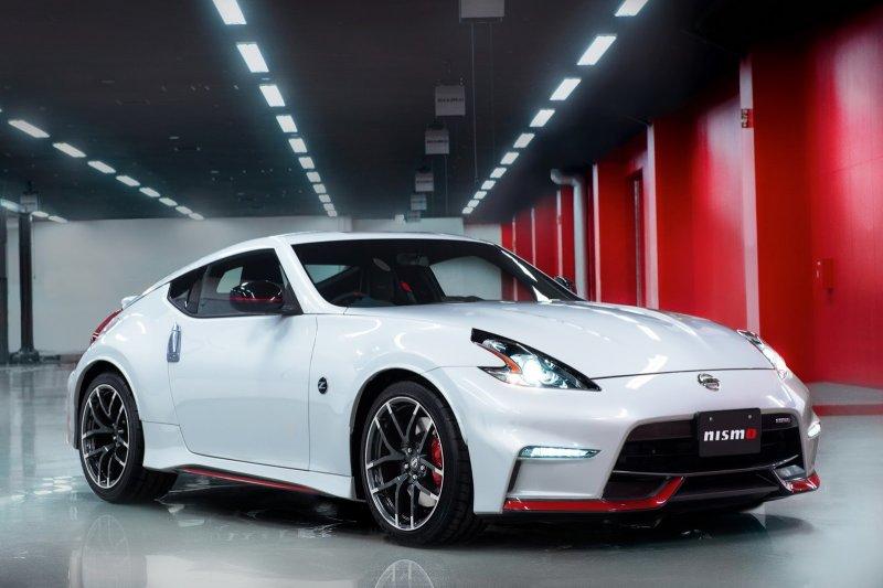 Nissan официально рассекретил спорткар 370Z Nismo 2015