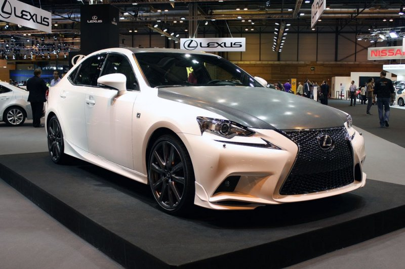 Lexus представил юбилейный седан IS F-Sport 25th Anniversary