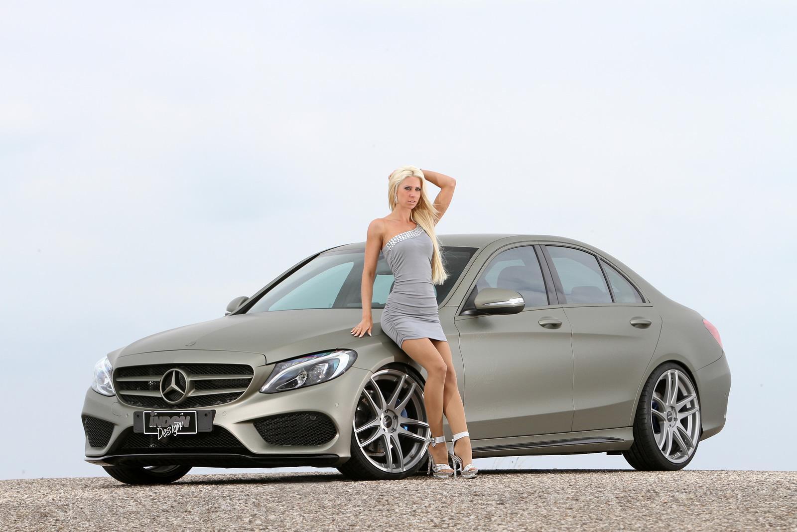 Фото красивых девушек возле автомобиля 14 фотография