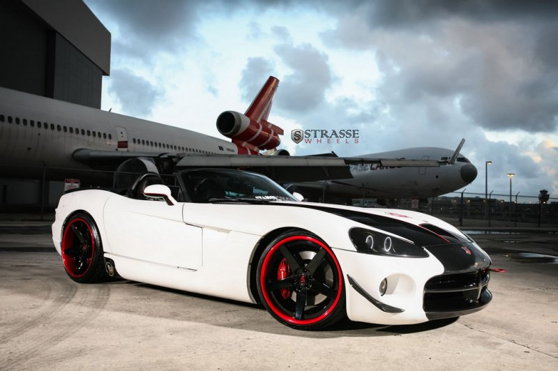 Dodge Viper SRT-10 Roadster на дисках Strasse Wheels