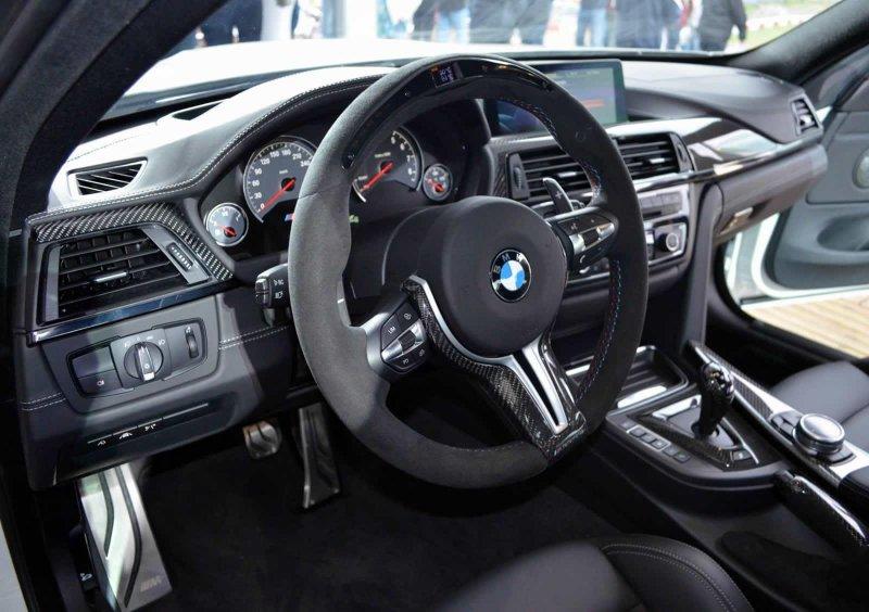 BMW М4 Coupe M Performance от дилерского центра Абу-Даби