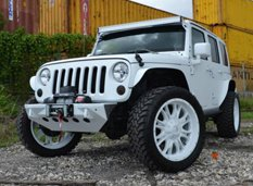 Белый матовый Jeep Wrangler Rubicon в кастомизации MC Customs