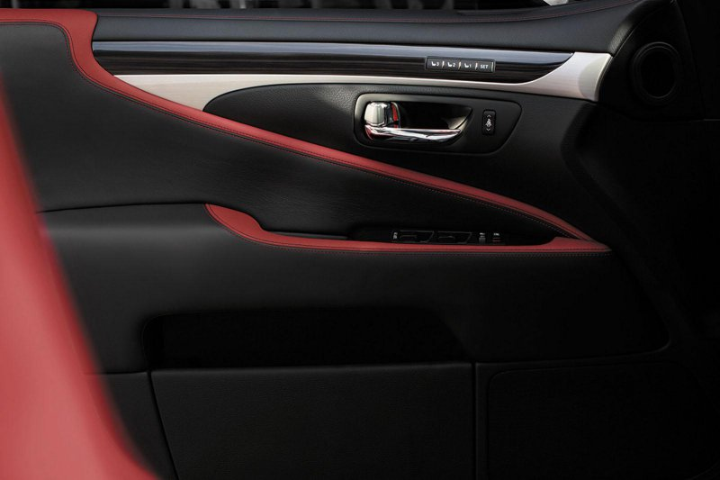 Lexus подготовил новую специальную линейку Crafted Line