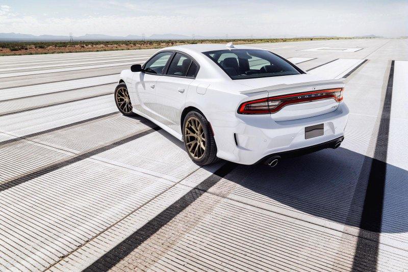 Dodge представил самый мощный в мире седан Charger SRT Hellcat