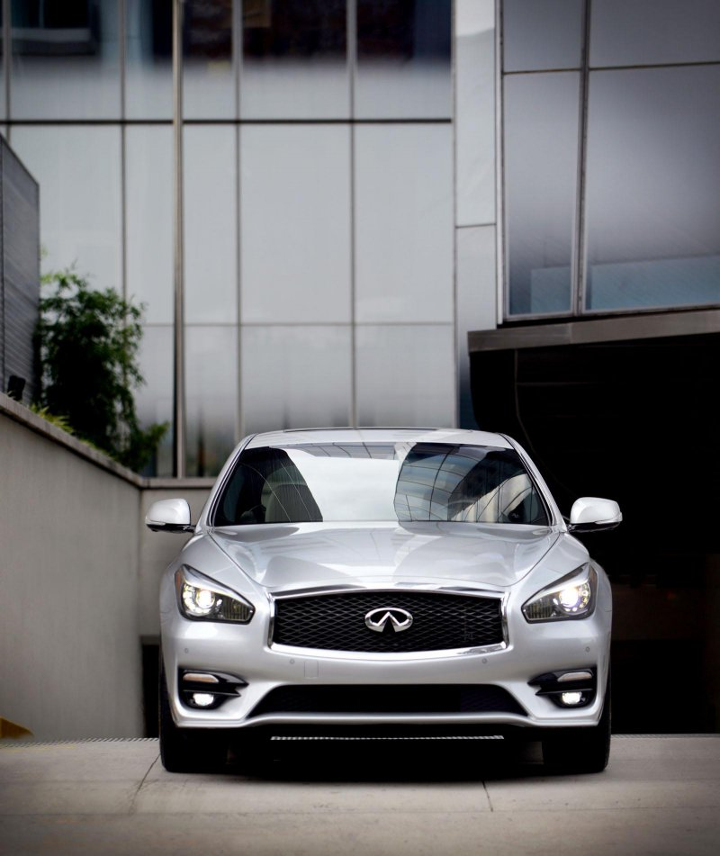 Европейская версия Infiniti Q70 2015 получит двигатель Mercedes