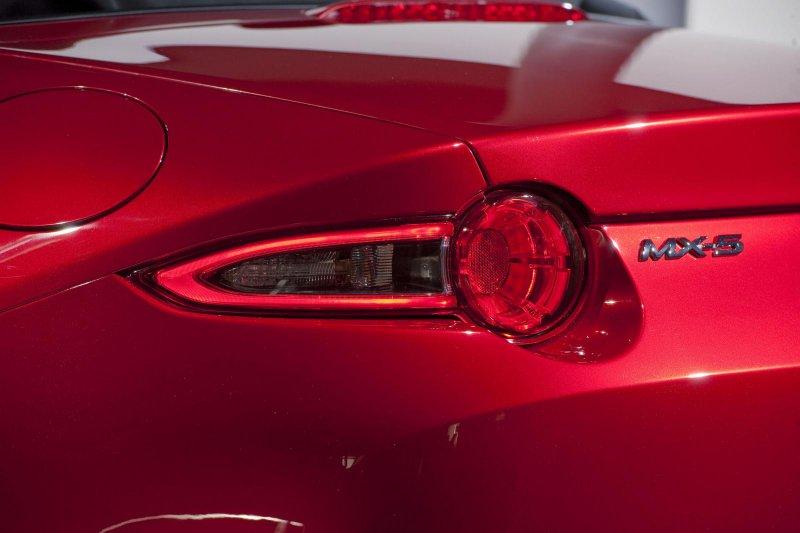 Mazda представила новое поколение родстера MX-5