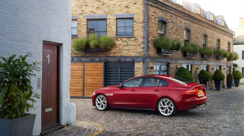 В модельном ряду Jaguar появился компактный седан XE