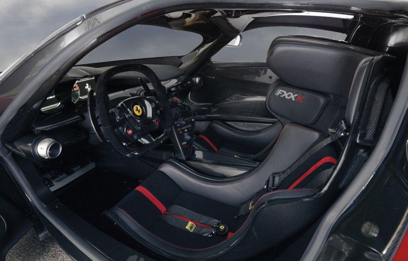 Компания Ferrari за несколько дней распродала гиперкары FXX K