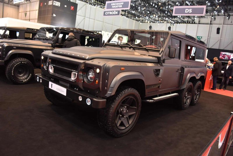 Трехосный Land Rover Defender Flying Huntsman от Kahn Design