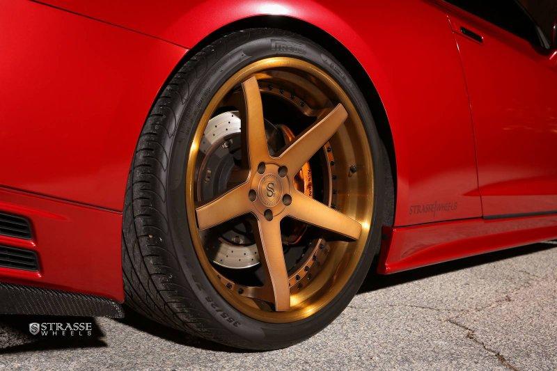 Nissan GT-R на дисках от Strasse Wheels