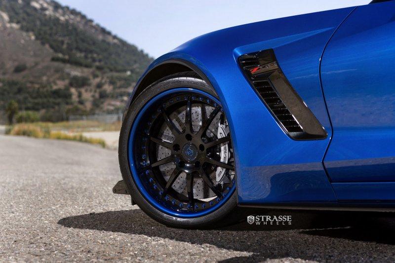 Уникальный Chevrolet Corvette C7 Z06 на дисках Strasse Wheels