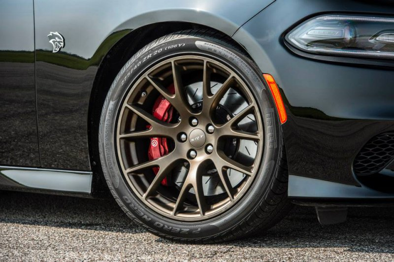 805-сильный Dodge Charger SRT Hellcat HPE800 от Hennessey Performance