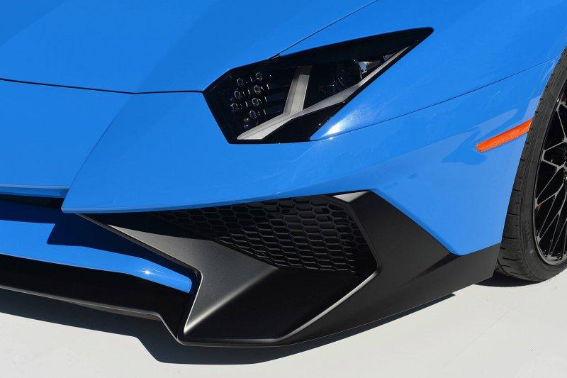 Lamborghini представил «заряженный» Aventador LP750-4 SV Roadster
