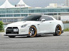 Nissan GT-R в тюнинге Alpha Performance и Strasse Wheels