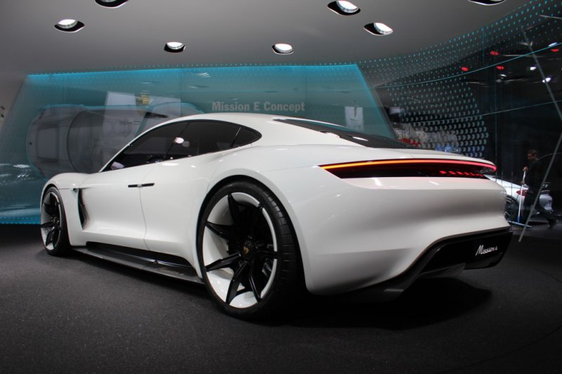 Франкфурт 2015: Porsche показал концепт Mission E