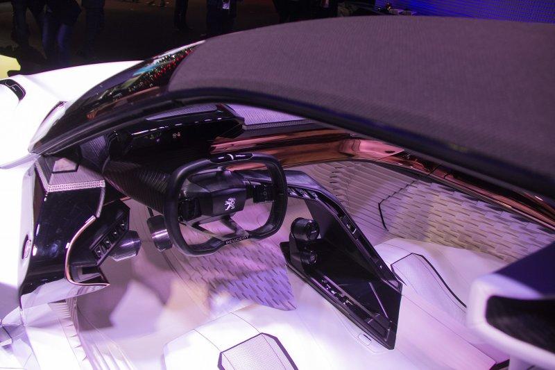 Франкфурт 2015: Peugeot представил концепт-кар Fractal