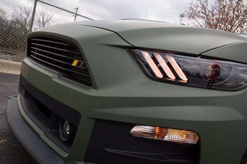 511-������� Ford Mustang �� �������� Roush