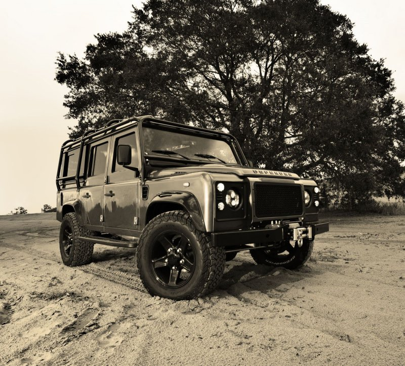 Land Rover Defender от мастеров East Coast Defender