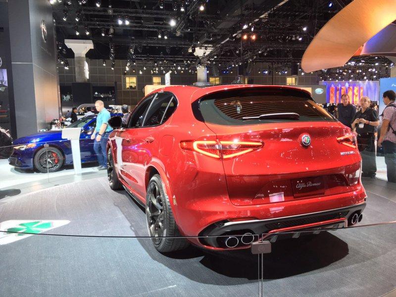 Alfa Romeo представила в Лос-Анджелесе кроссовер Stelvio QV