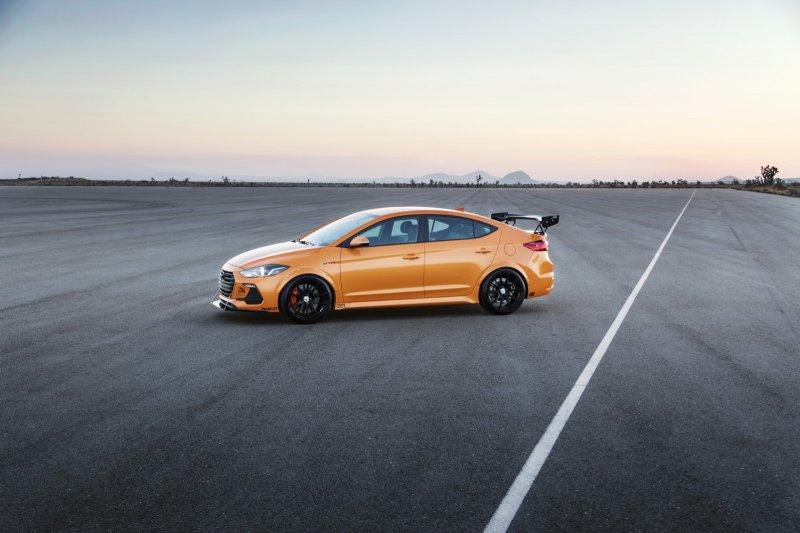 Hyundai Elantra Sport в исполнении Blood Type Racing