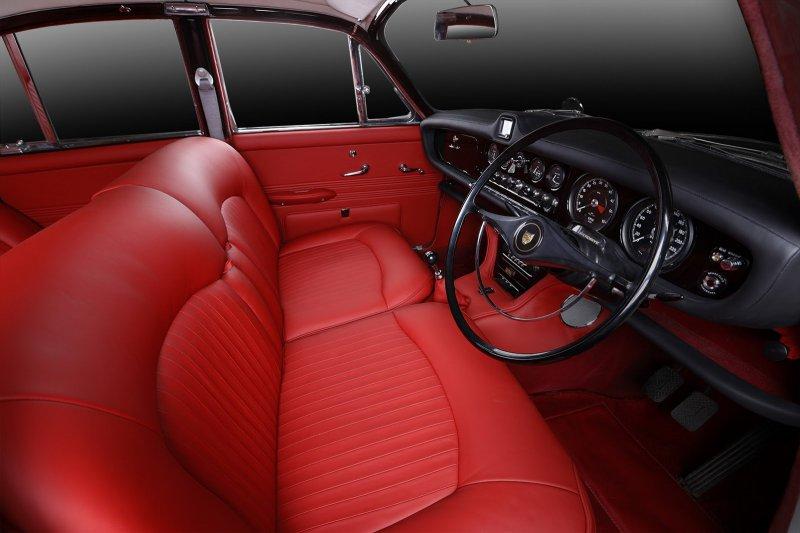 Восстановленный Jaguar 420 от Carbon Motors