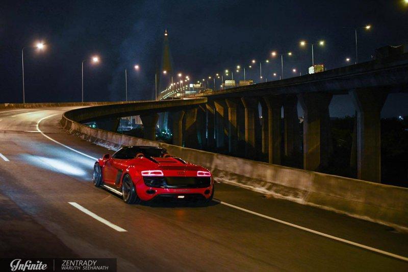 Audi R8 Spyder в обвесе от Liberty Walk