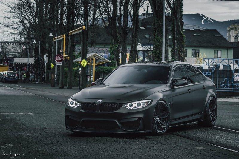Уникальный BMW M3 в мрачном матово-черном исполнении