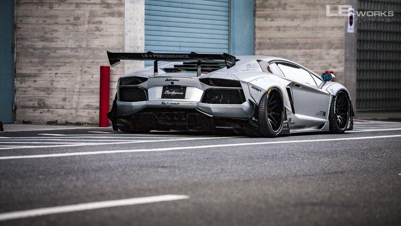 Lamborghini Aventador в обвесе от Liberty Walk
