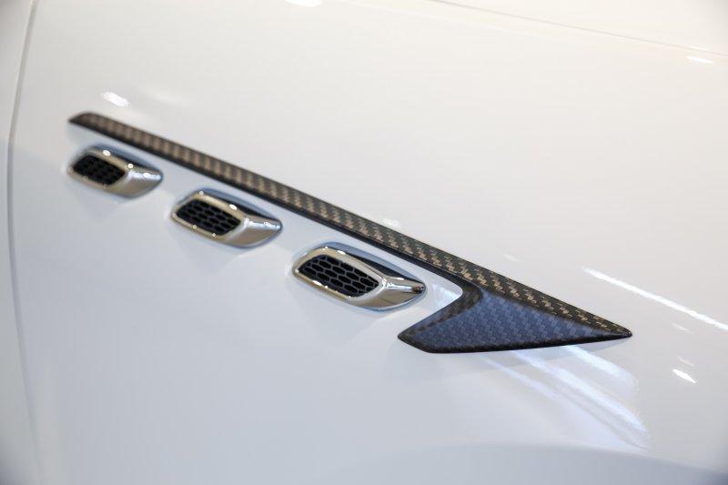 Карбоновый комплект Maserati Levante Shtorm от LARTE Design