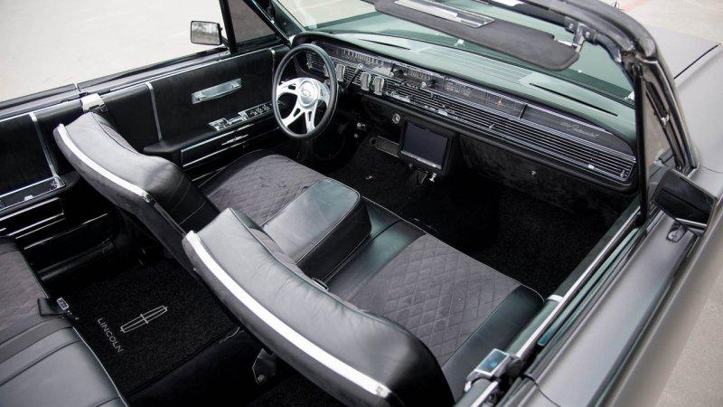 Кастомизированный Lincoln Continental 64-го года