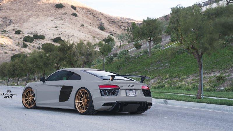 Audi R8 Plus в исполнении R1 Motorsports