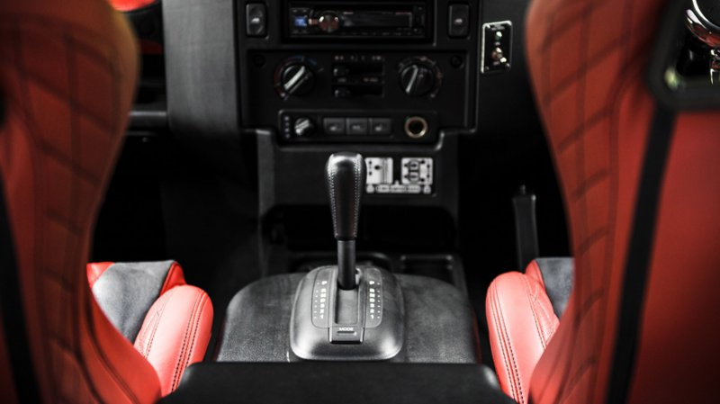 Уникальный Land Rover Defender от Kahn Design для королевской семьи