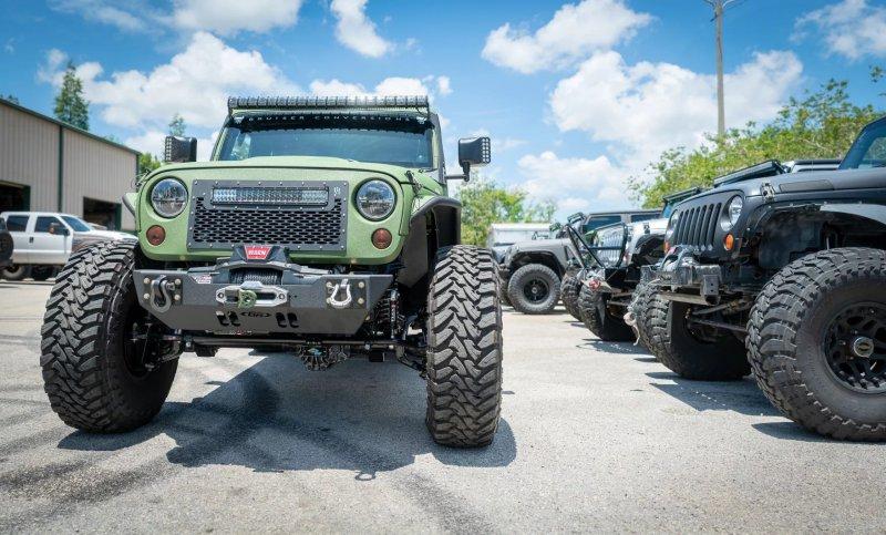 Jeep Wrangler JK 6x6 в исполнении Bruiser Conversions