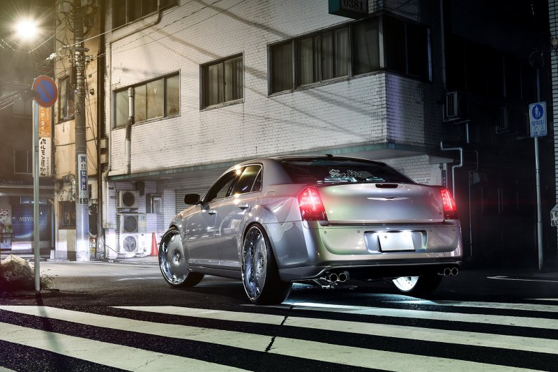 Chrysler 300 на 26-дюймовых дисках от Forgiato