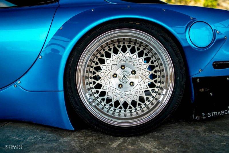 Mazda RX-7 FD на дисках Strasse Wheels
