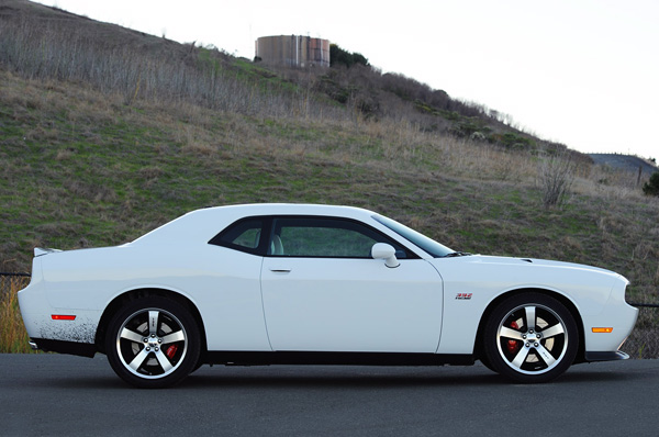 Стоковый Dodge Challenger SRT8 в гонке One Lap