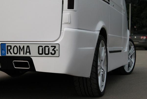 Эффектный ГАЗ-2217 «The big musical casket»