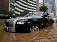 Rolls-Royce Ghost угодил в водную западню