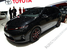 Toyota показала Auris Touring Sports Black Concept