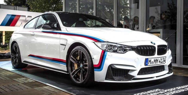 BMW М4 Coupe M Performance от дилерского центра Абу-Даби