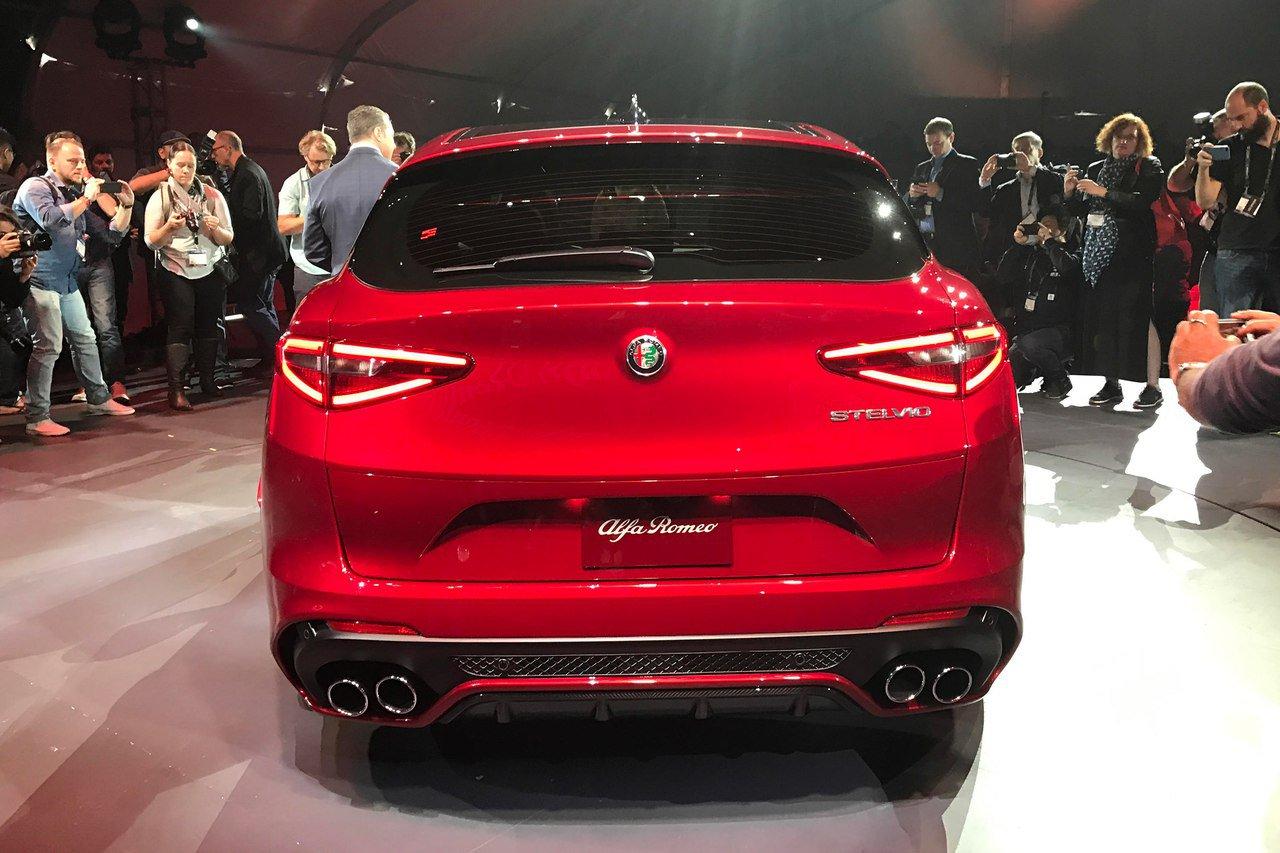 1479393076 raigzlk8cv4 - Alfa Romeo представила в Лос-Анджелесе кроссовер Stelvio QV
