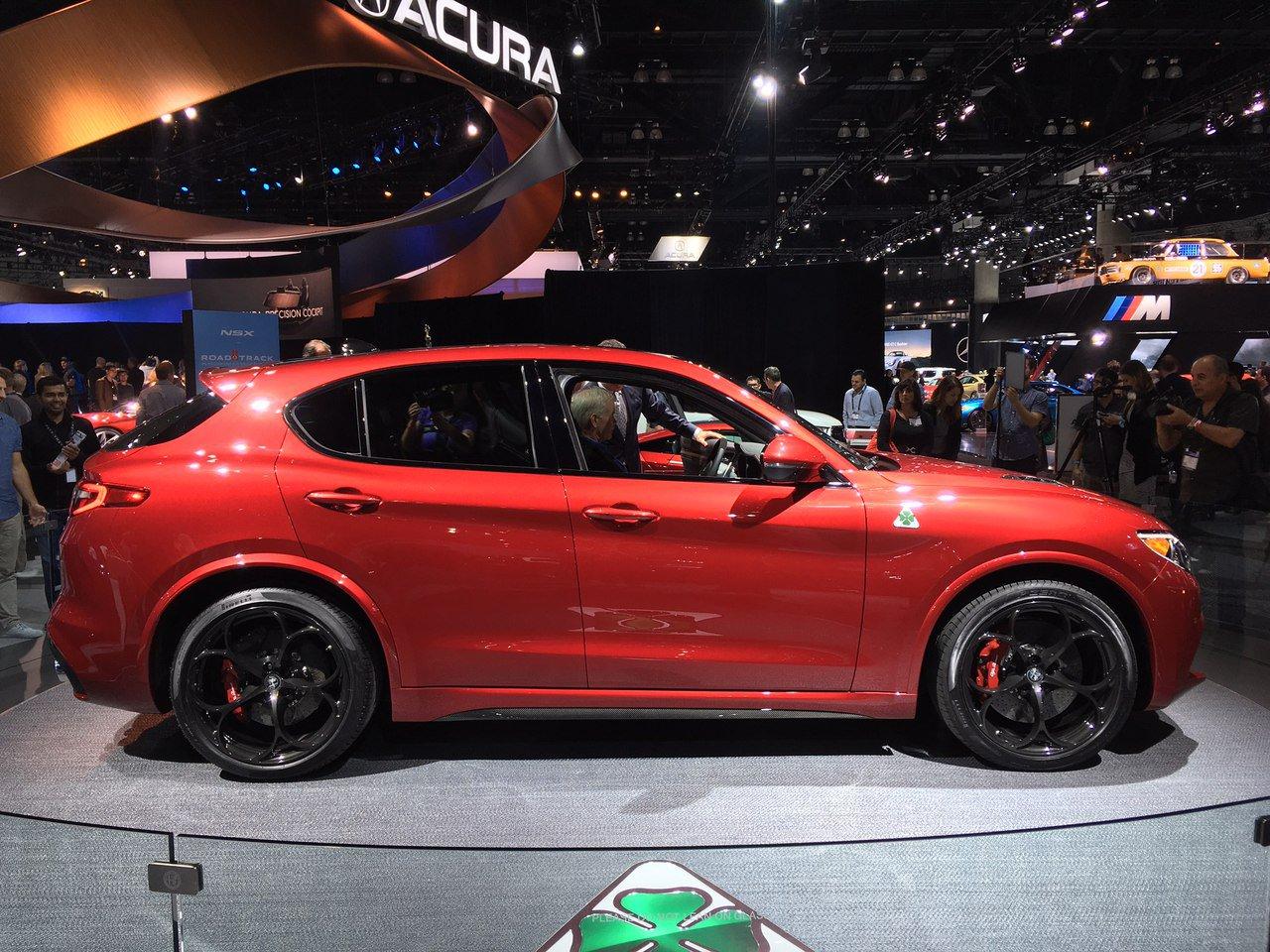 1479393145 omwnnzap7by - Alfa Romeo представила в Лос-Анджелесе кроссовер Stelvio QV