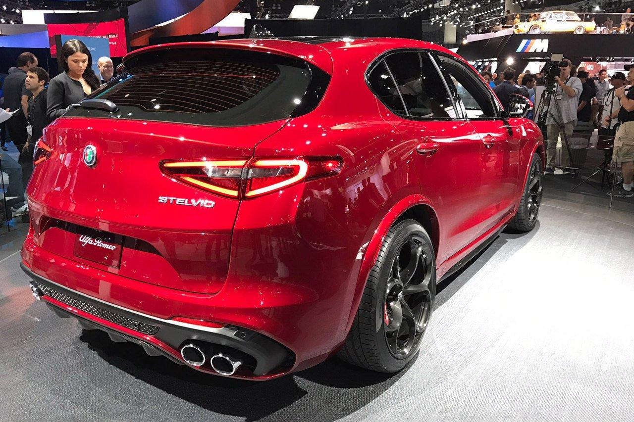 1479393155 uzop2cpkxum - Alfa Romeo представила в Лос-Анджелесе кроссовер Stelvio QV